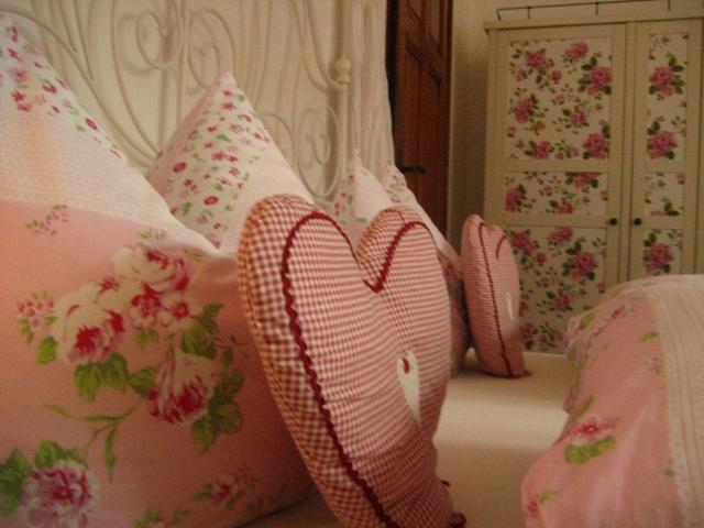 Canopy bed with rose decor