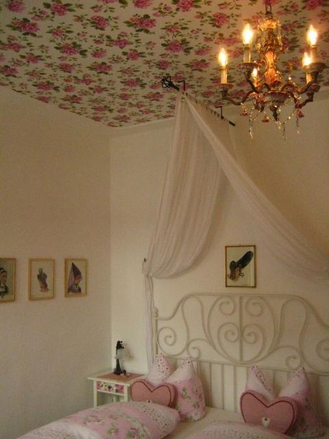 The romantic rose room