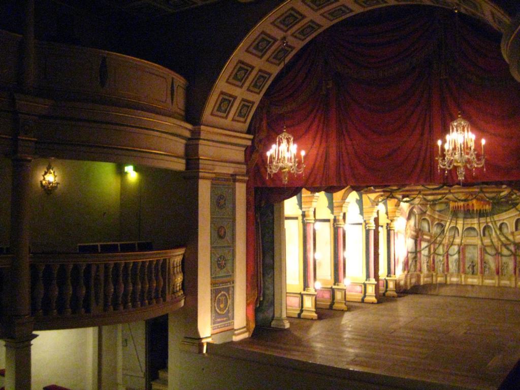 ... und das barocke Ekhof- Theater